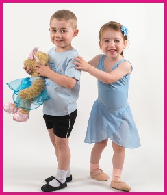Preschool ballet dancers with Melody Bear